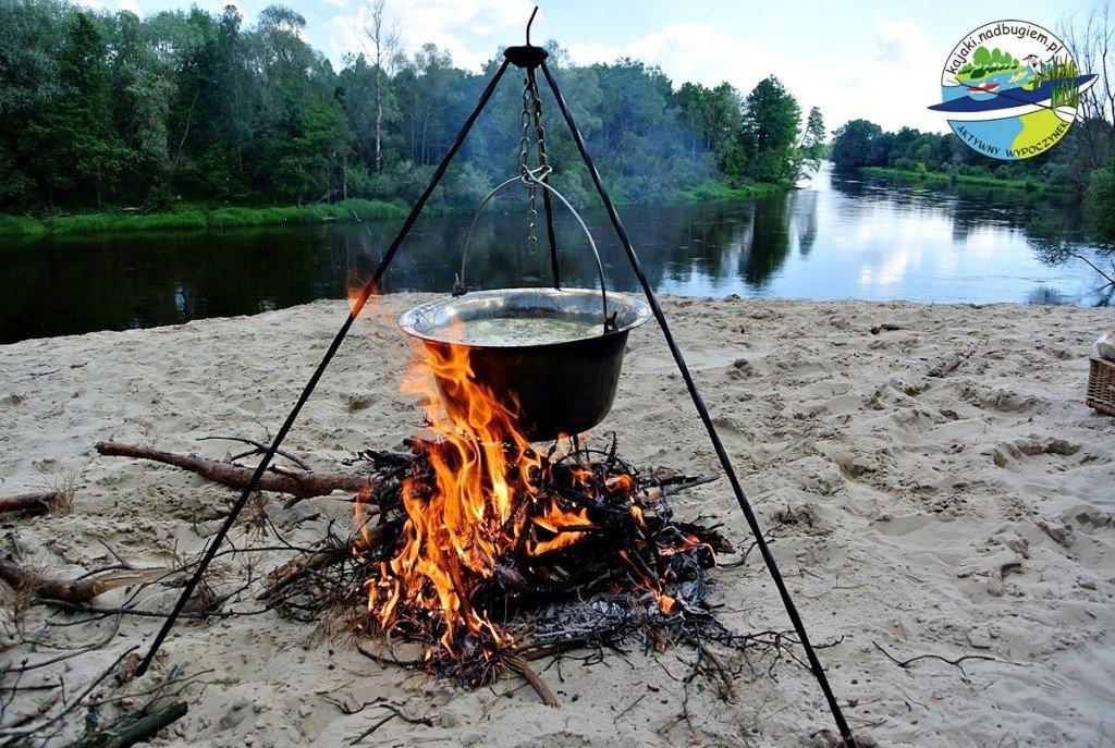 gotowanie-zupy-na-ogniu001