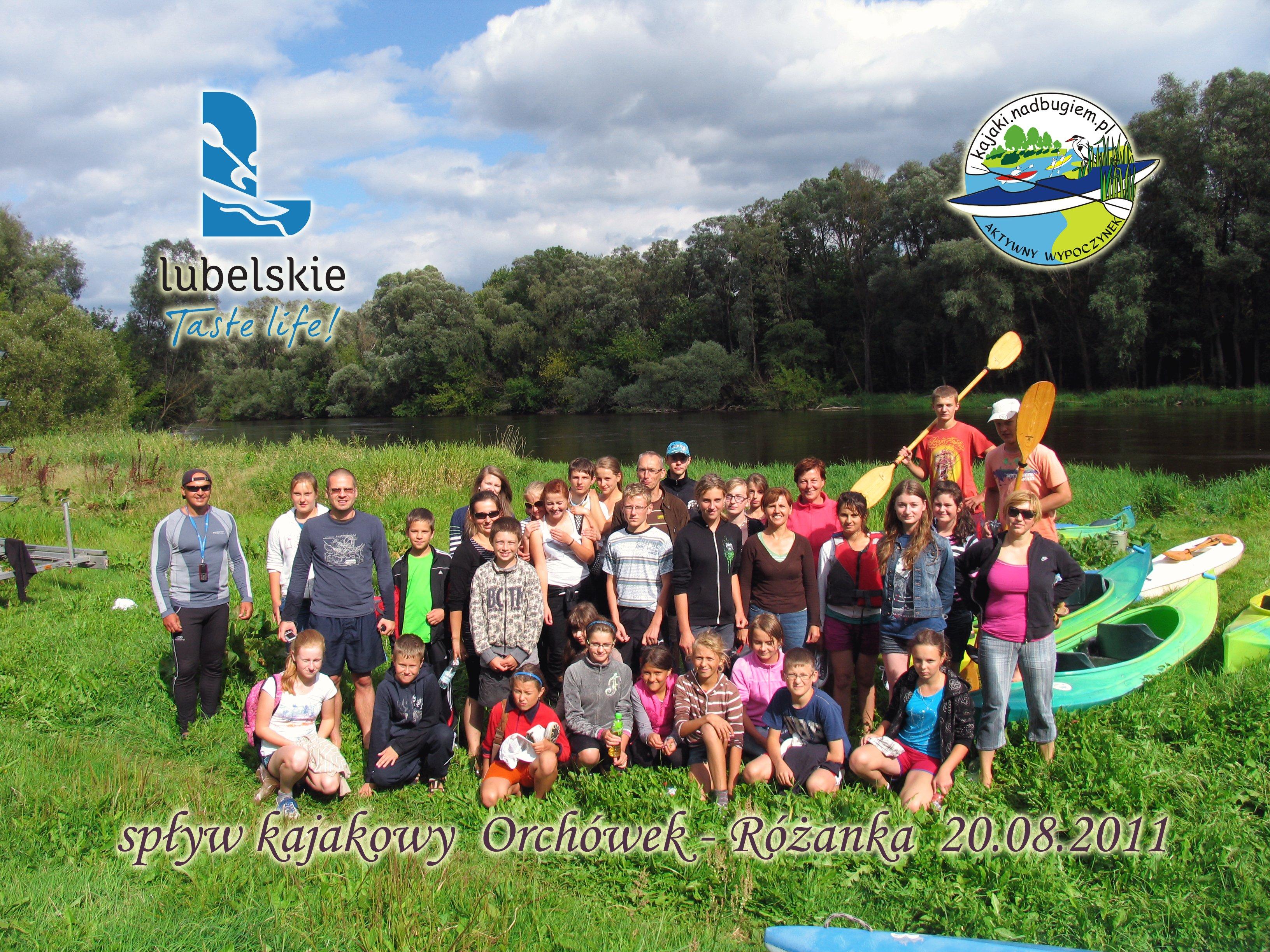 Różanka nad Bugiem - grupowe zdjęcie po spływie.